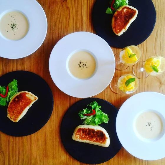 3種のフライパンパニーニとコーンの冷製スープ、オレンジのグラ