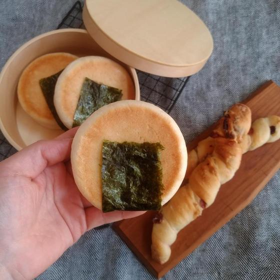 おにぎりパンとクランベリーのバトン