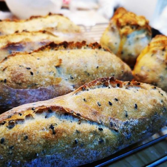 基本のフランスパン:プティ・パン・オ・セザム