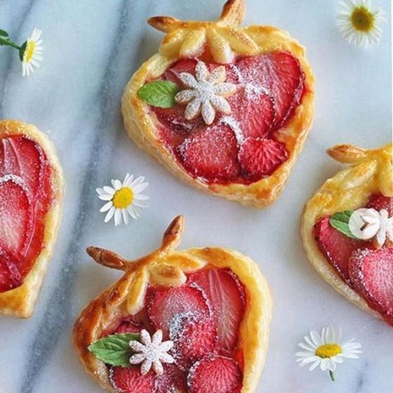 苺とパイナップルの可愛いパイ作り(まきちゃん・はやさか)