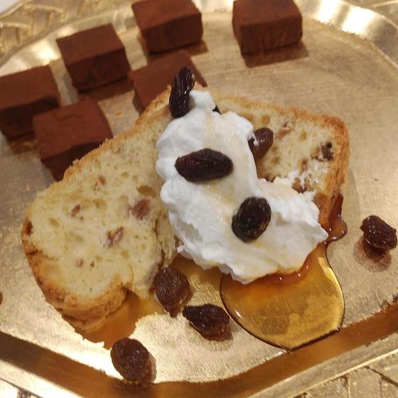 ラムレーズンシフォンケーキとアプリコットの生チョコ