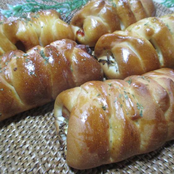 ソーセージの包みパン&クルミの簡単サブレ