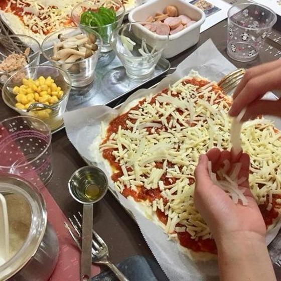 人気のおうちパン講座。夏休み親子ドデカピザ作り