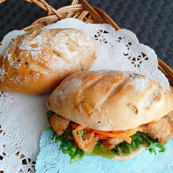 手ごねパン ライ麦パンとでサンドイッチ用チキン2種レッスン