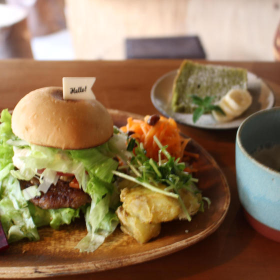 ベジカフェで人気のベジバーガーセット