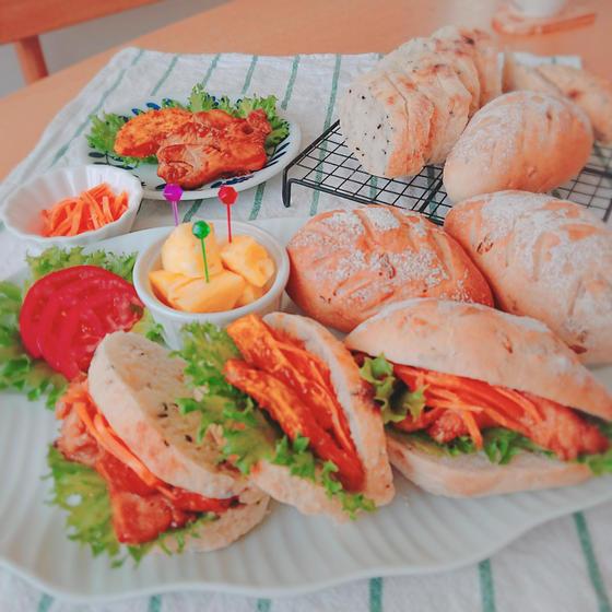 ピクニックにぴったり!!ライ麦パンと鶏むね肉2味のレッスン