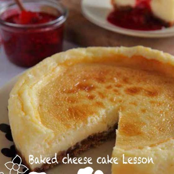 基本の濃厚ベイクドチーズケーキとベリーのソース