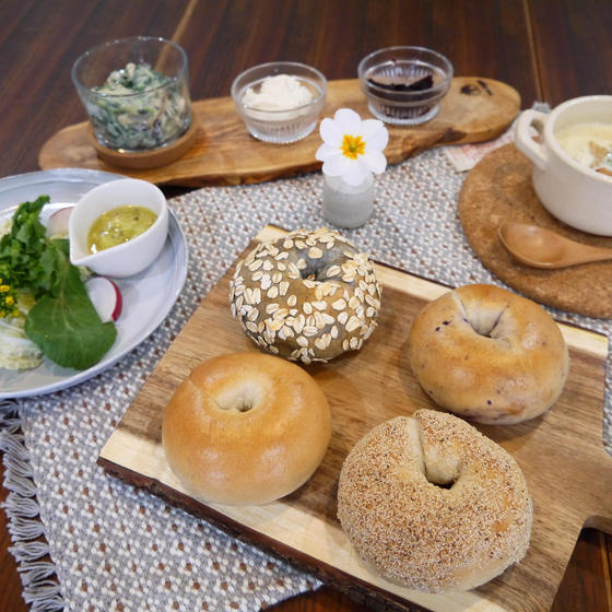 4種のビーガンベーグルと塩麹料理