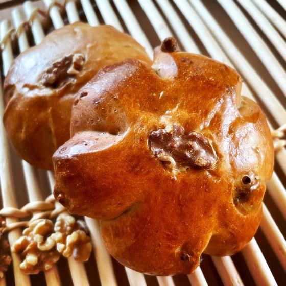 素材の美味しさがよく分かるシンプルなくるみパン!