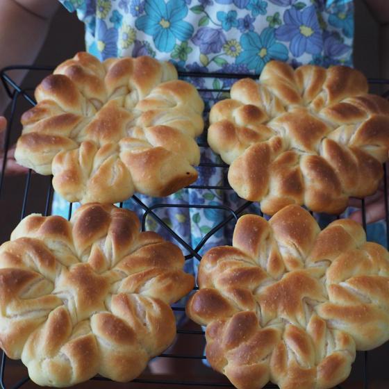苺クリームのお花パン(4個)&コアラのソーセージパン(4個)