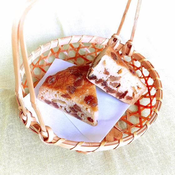 お酢のチカラで膨らむ蜂蜜と干しぶどうの蒸しパン