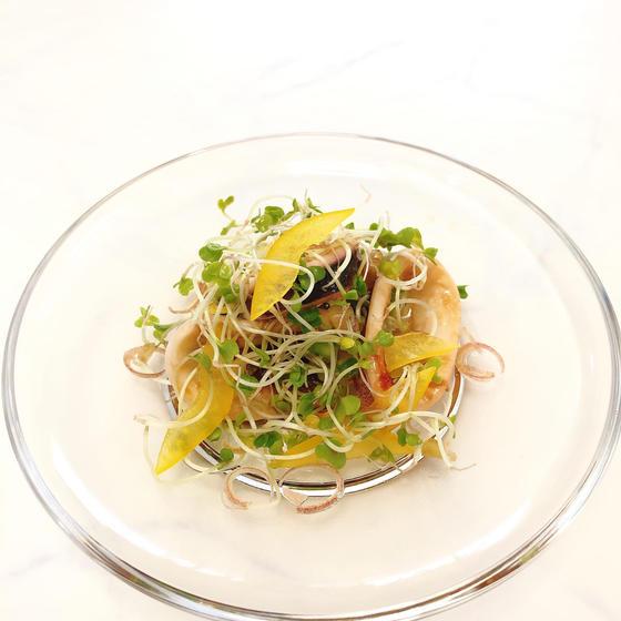 たこといかスプラウトのサラダ