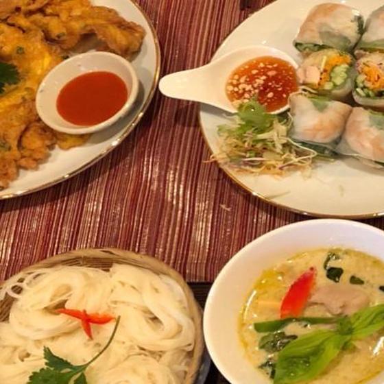 お家でレストラン。グリーンカレー素麺&生春巻き&卵焼き