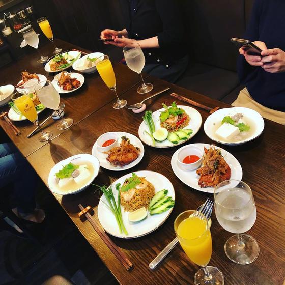 お家でレストラン。トムヤムクン炒飯&手羽先揚げ&豆腐スープ