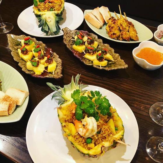 お家でレストラン。パイナップル炒飯&鶏肉串焼き&軽食