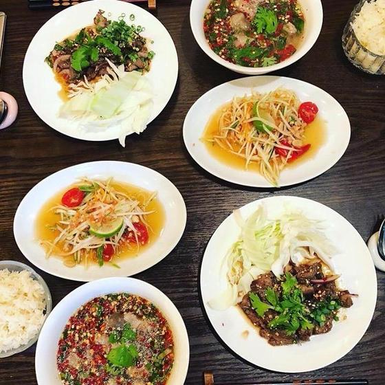 お家でレストラン。旨いスパイシー、ハーブ沢山タイ東北の料理