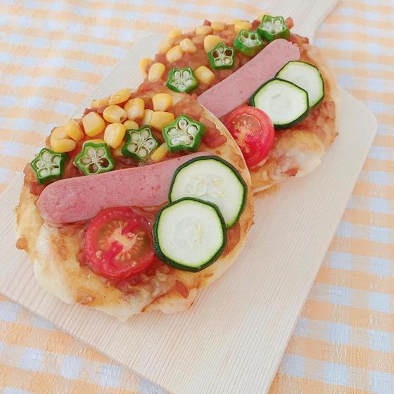 夏野菜とウインナーのチーズカレーフォカッチャ