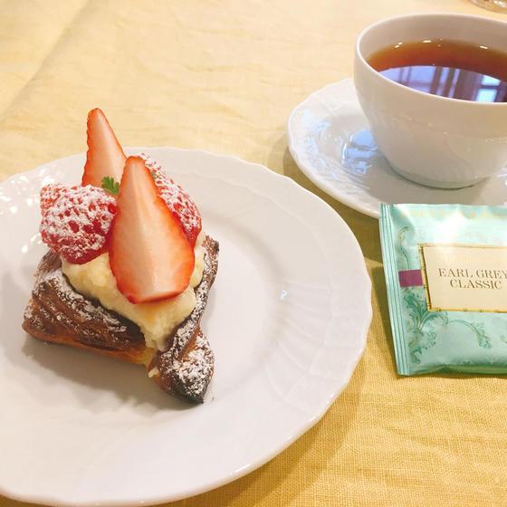 苺のデニッシュ&紅茶