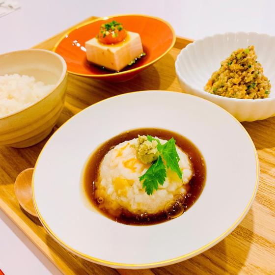 秋和食:海老蓮根まんじゅう、しっとり卯の花、卵黄旨味タレ漬け
