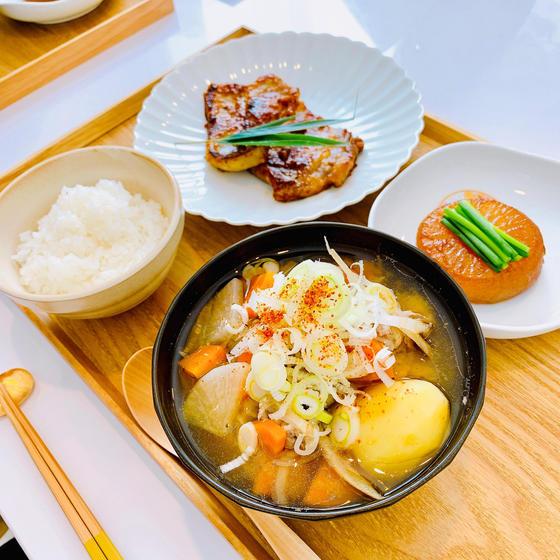 定番和食:豚肉の西京焼き、こっくり大根、具沢山豚汁