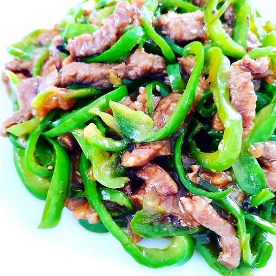 定番中華:シンプル青椒肉絲、トマト卵炒め、絶品ピータン豆腐