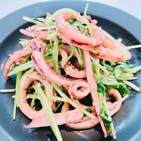 牛肉黒酢炒め煮、イカとみつば塩味温菜、粒マスタードほうれん草