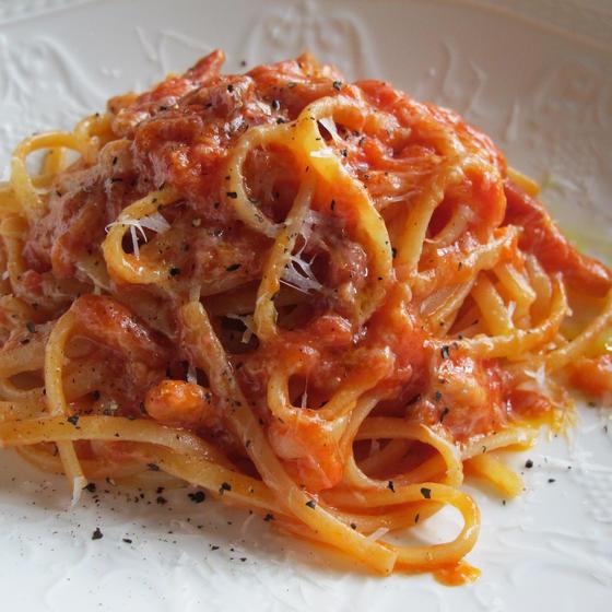 トマトベースの基本アマトリチャーナとイタリアンオムレツ