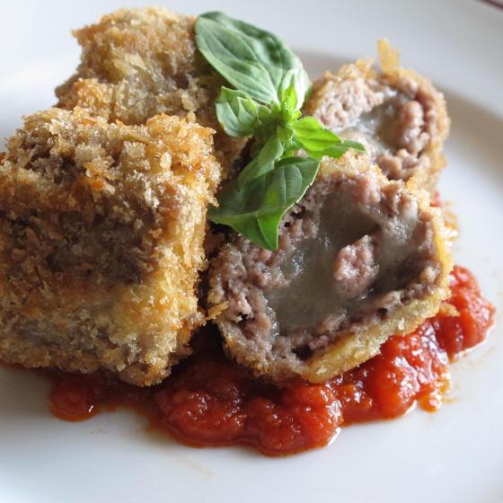 ひき肉とモッツァレラチーズのロールカツレツ