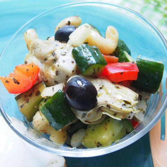 アーティーチョークとオリーブ、夏野菜のパスタサラダ