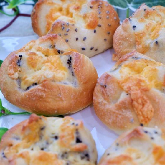 チーズと胡麻のプチフランス