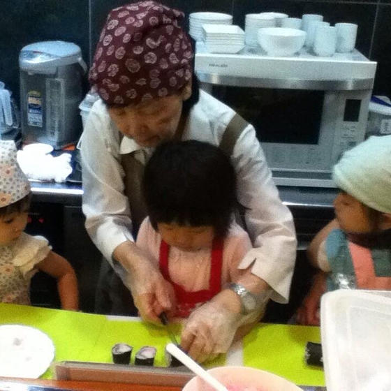 他では無い!3名までの少人数制でアットホームな子供料理教室