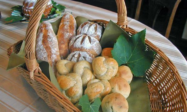 ざっくりと焼き上げる香ばしいパン