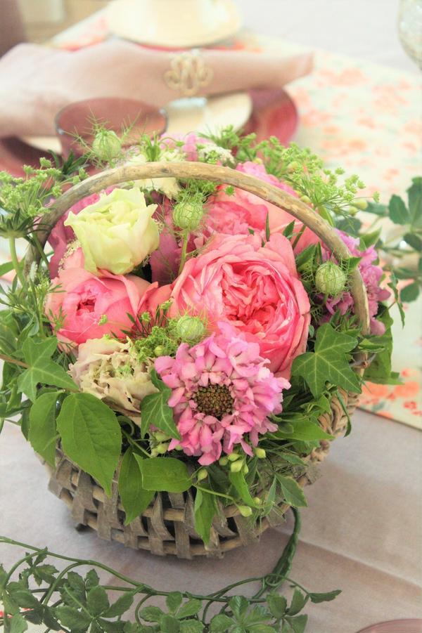 毎月テーマに合わせたお花。
