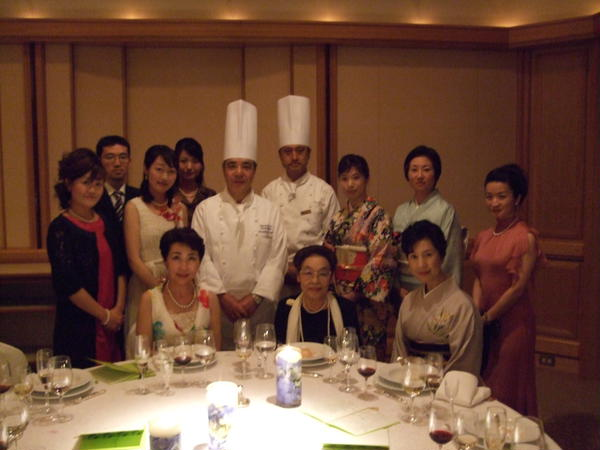 帝国ホテルでの晩餐会は、フルコースの良い勉強の場です。