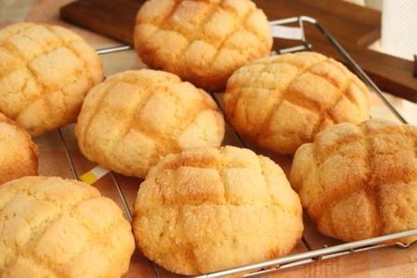 サクサクのクッキー生地から作るメロンパンです。