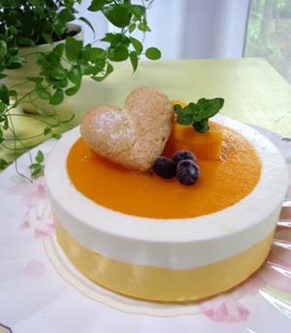 マンゴーとヨーグルトのムース 逆さ仕込みで作ったケーキ。