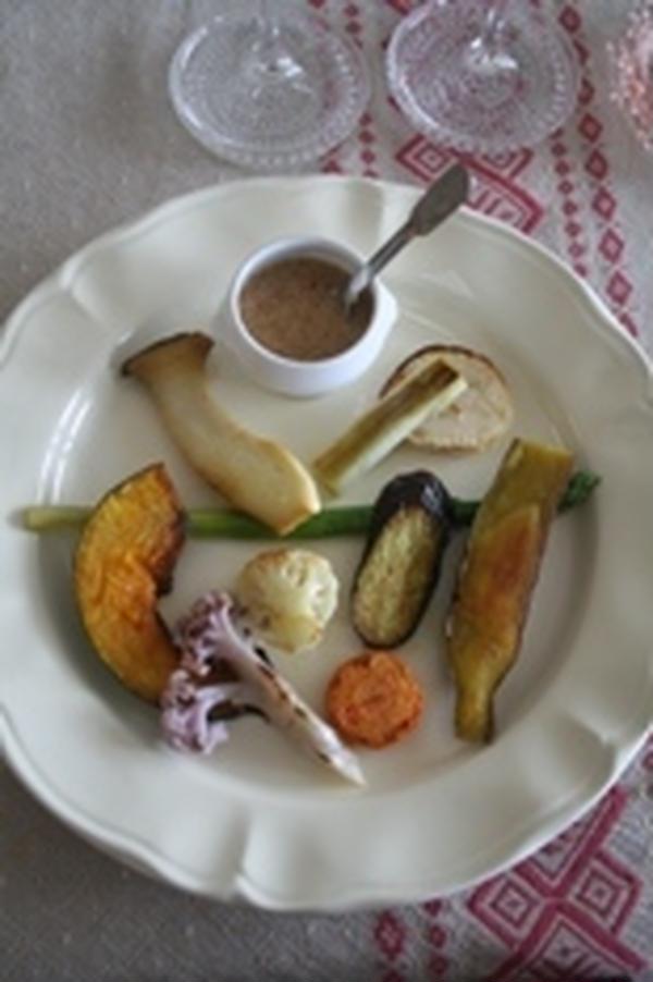 季節の野菜をアルガンオイルとアーモンドのソースと共に