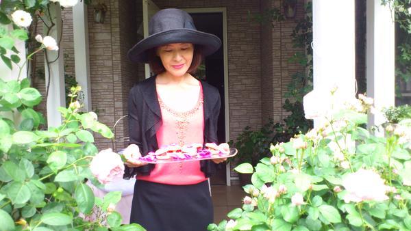 バラ研究家宅でのガーデンパーティー。
