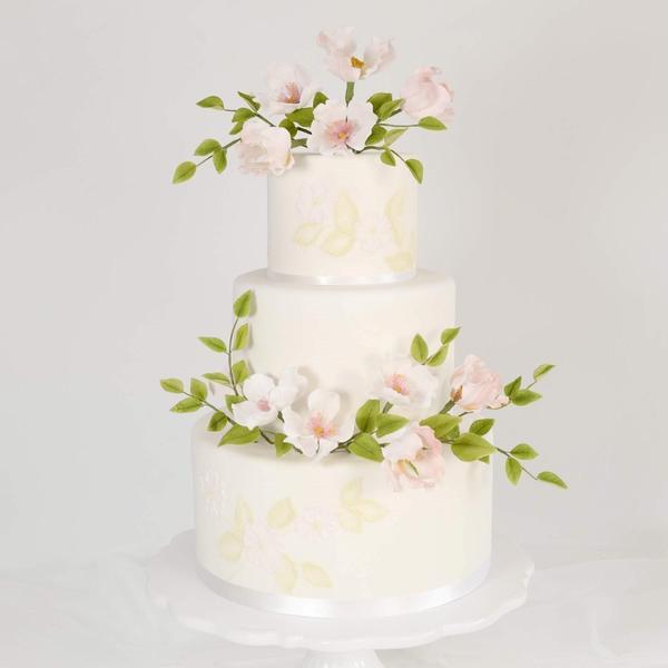 野ばらのシュガーフラワーを飾ったウエディングシュガーケーキ