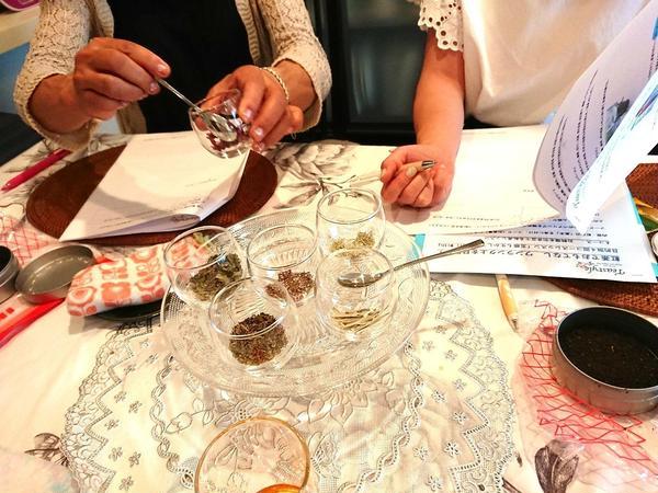 「ハーブと紅茶」レッスン、オリジナルの紅茶作り
