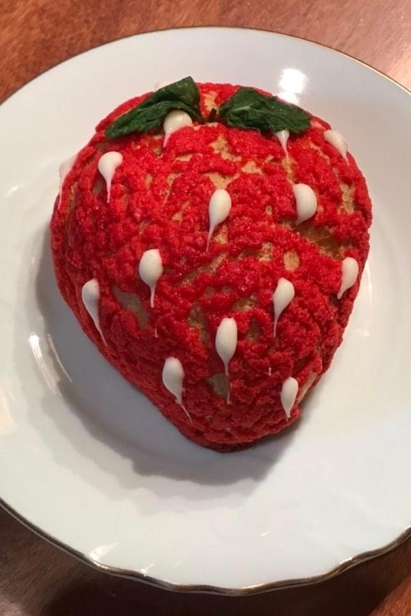 苺シューケーキ