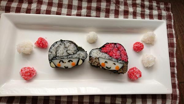 赤白帽の男の子と女の子デコ巻き寿司