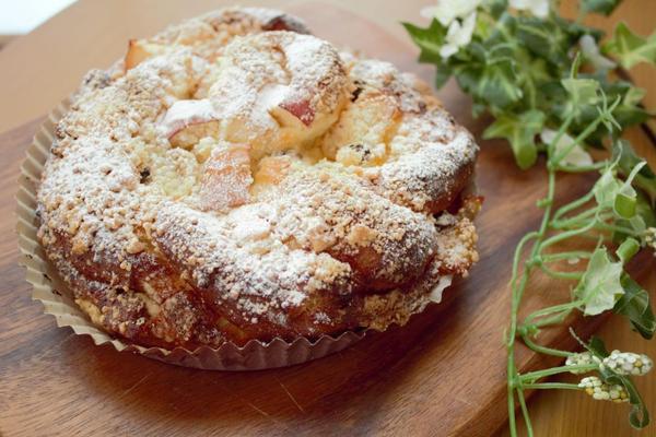 大きなリンゴとくるみパン