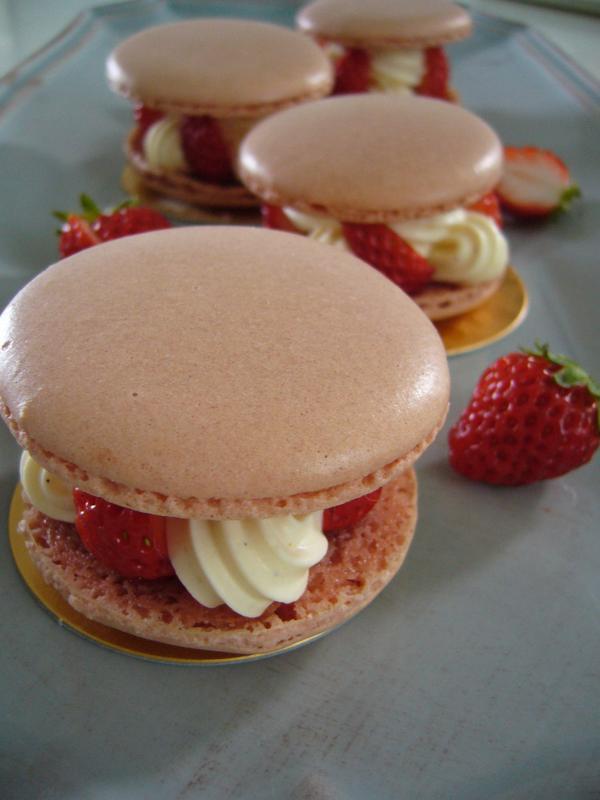 かわいい!フランスの本格的なお菓子も作ります