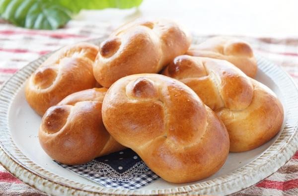 シンプルパンで成形を楽しむのもいいね。