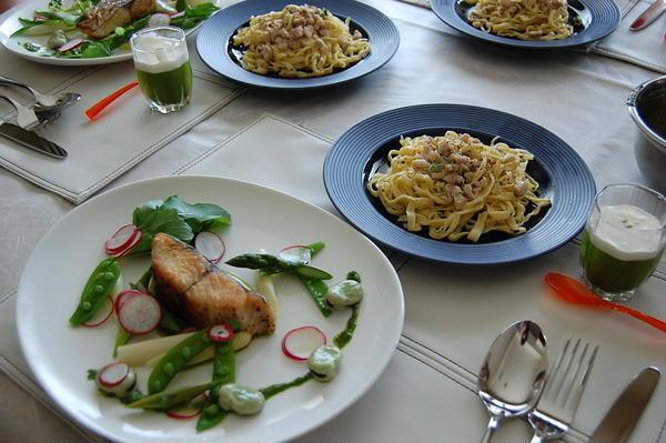 2009年4月メニュー 手打ちパスタと春野菜を添えた魚料理