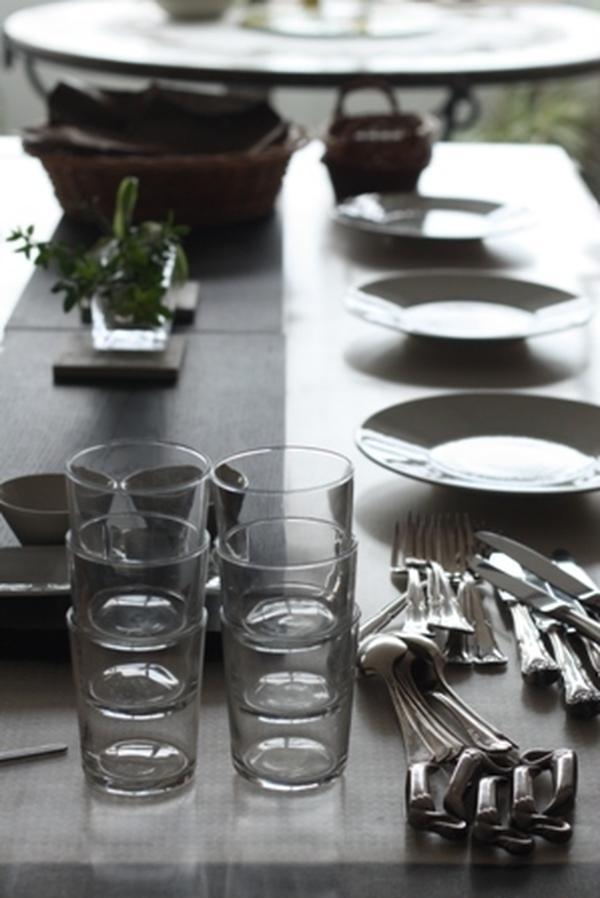 白のテーブルコーディネート