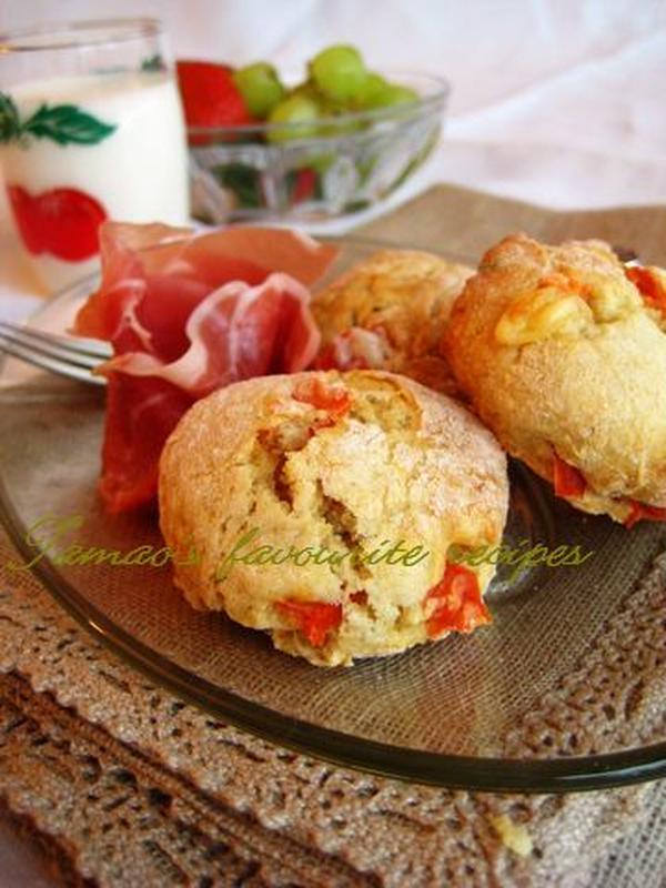 ハーブとトマトのチーズスコーン。珍しい英国の味。