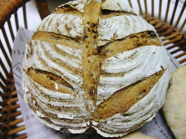 はちみつとくるみがたっぷり入った全粒粉パン