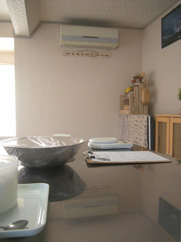 作業は清潔な ステンレスのテーブルです